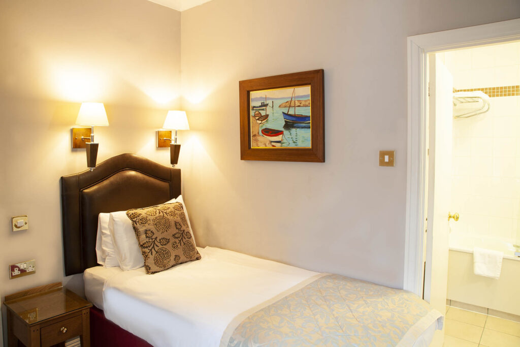 Single Double Room 14 The Charlecote Pheasant Hotel