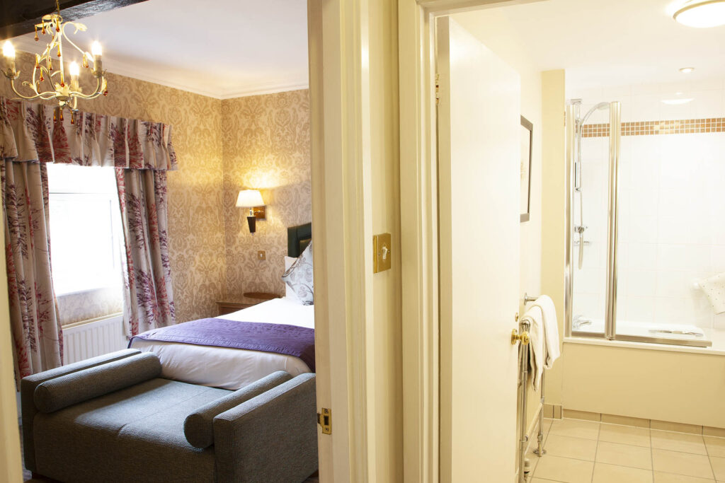 Superior Double Room 19 The Charlecote Pheasant Hotel